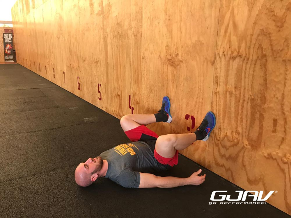 squat position al muro trotta gjav crossfit
